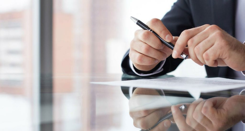 Dealing WithFinancial Consultant