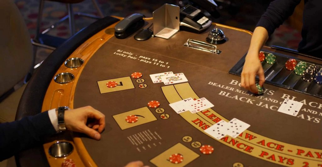 Casino Accessories – Things To Check While Choosing The Site
